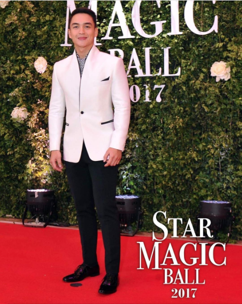 Dominic Roque in a black and white one-button suit.