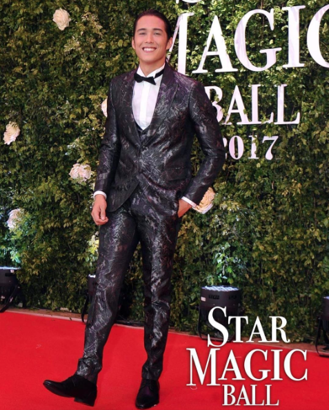Tommy Esguerra in a three-piece metallic jacquard tuxedo by Michael Cinco.